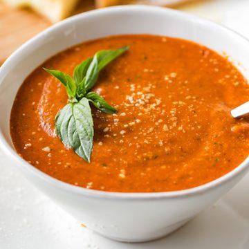 Tomato Basil Soup | thecozyapron.com