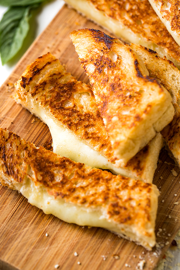 Grilled Cheese Sandwiches | thecozyapron.com