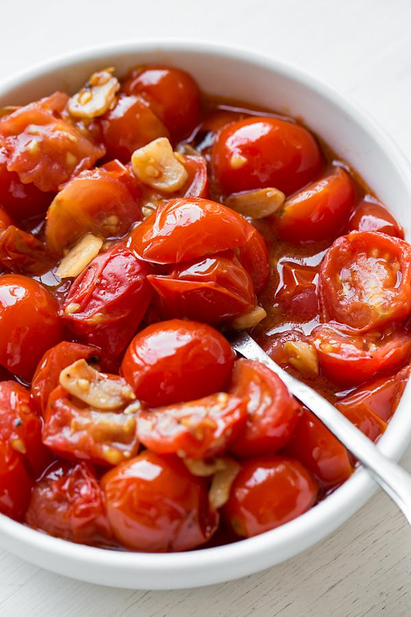 Blistered Garlic Tomatoes | thecozyapron.com