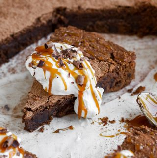 Brownie Cake | thecozyapron.com