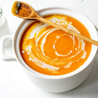 Carrot Ginger Soup | thecozyapron.com