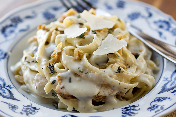 Parmesan Roasted Garlic Cream Sauce with Fettuccine