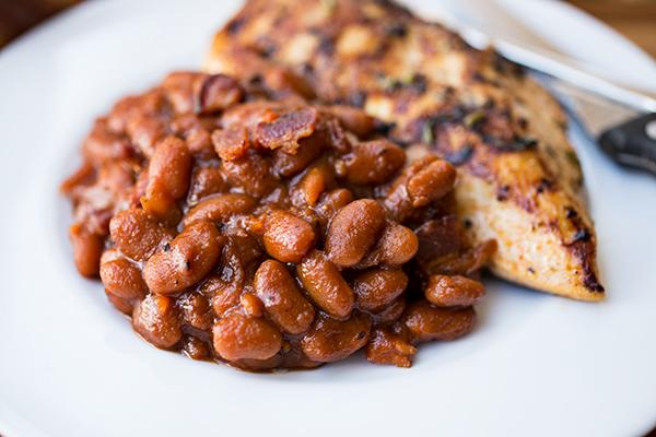 "Sweet 'n Smokey Bourbon ""Baked"" Beans | thecozyapron.com"