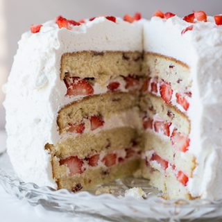 Strawberry Cake | thecozyapron.com