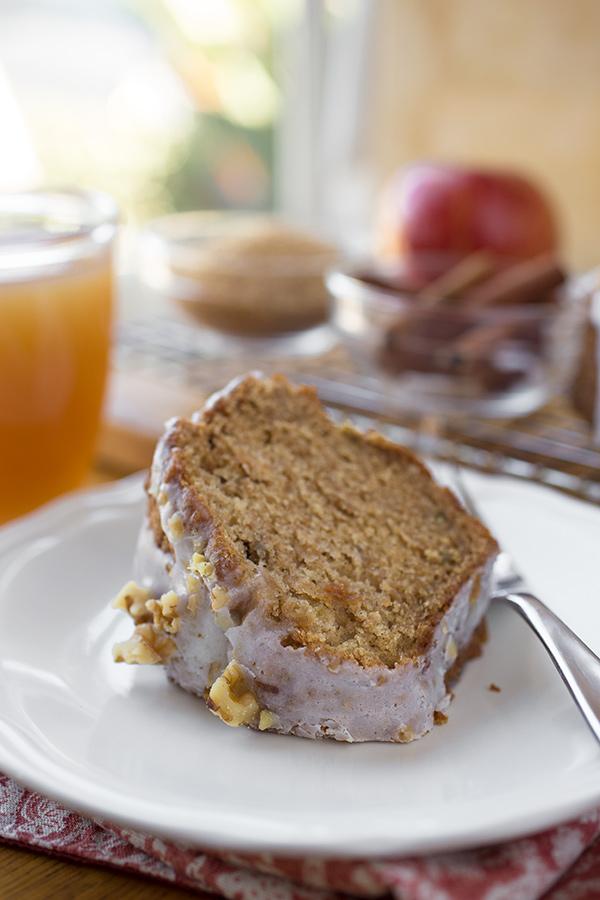 Apple Cake | thecozyapron.com