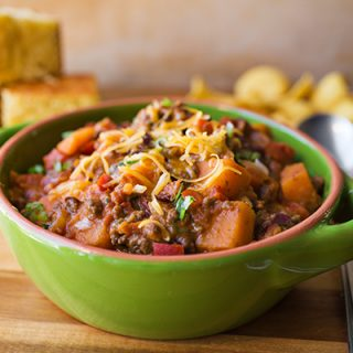 "A Cozy One-Pan Wonder: Cheesy Sweet Potato ""Skillet Chili"", Only Minimal Skill Required"