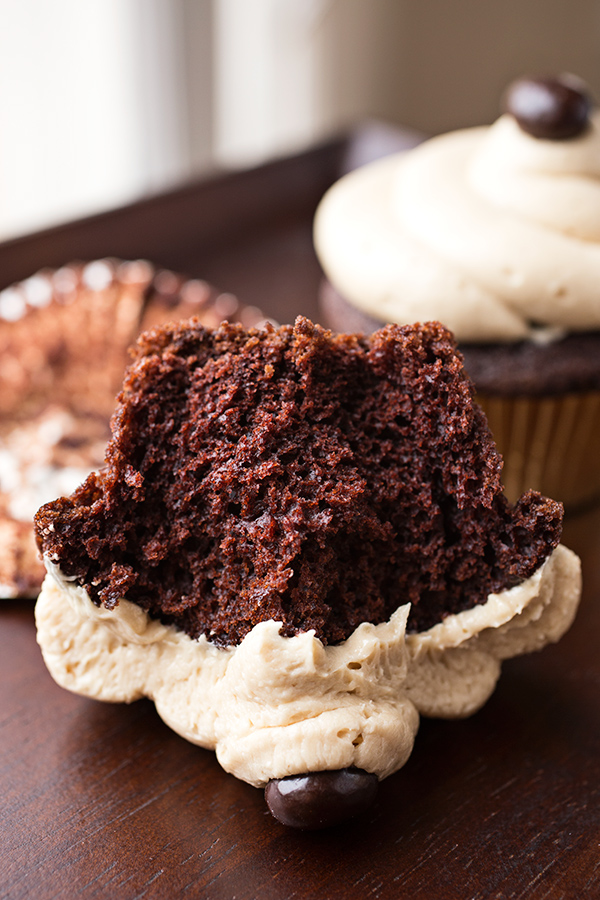 Irish Cream Coffee Cupcakes | thecozyapron.com