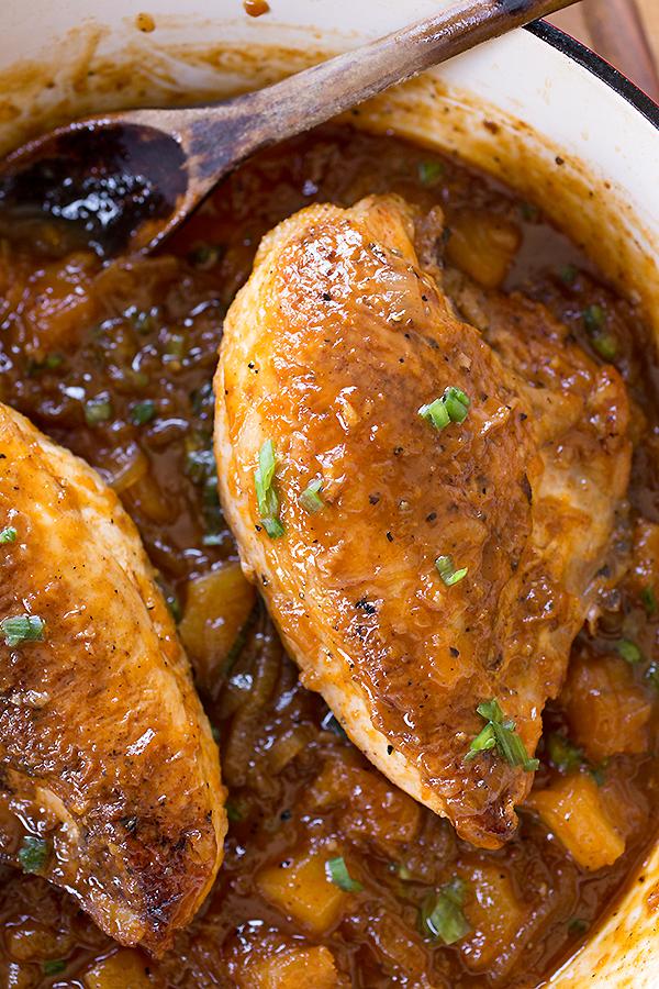 Csirke sárgabarack egy serpenyőben  thecozyapron.com