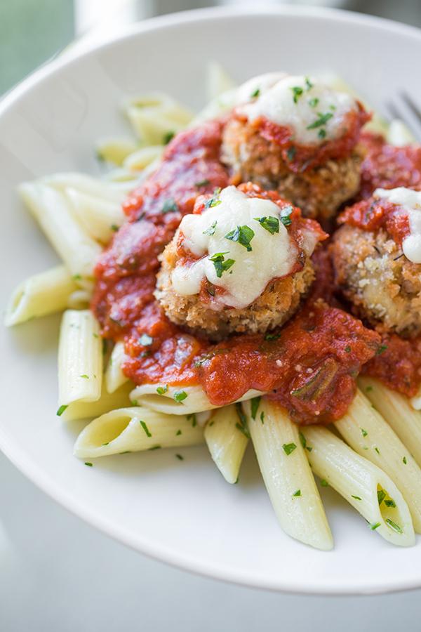 Chicken Parmesan Meatballs | thecozyapron.com