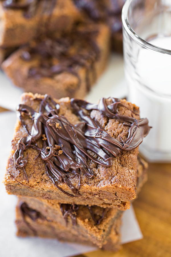 Peanut Butter Cup Cookie Bars | thecozyapron.com
