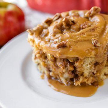 Caramel Apple Sticky Roll | thecozyapron.com