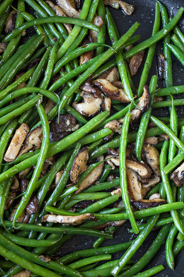 Sauteed Green Beans with Mushrooms | thecozyapron.com