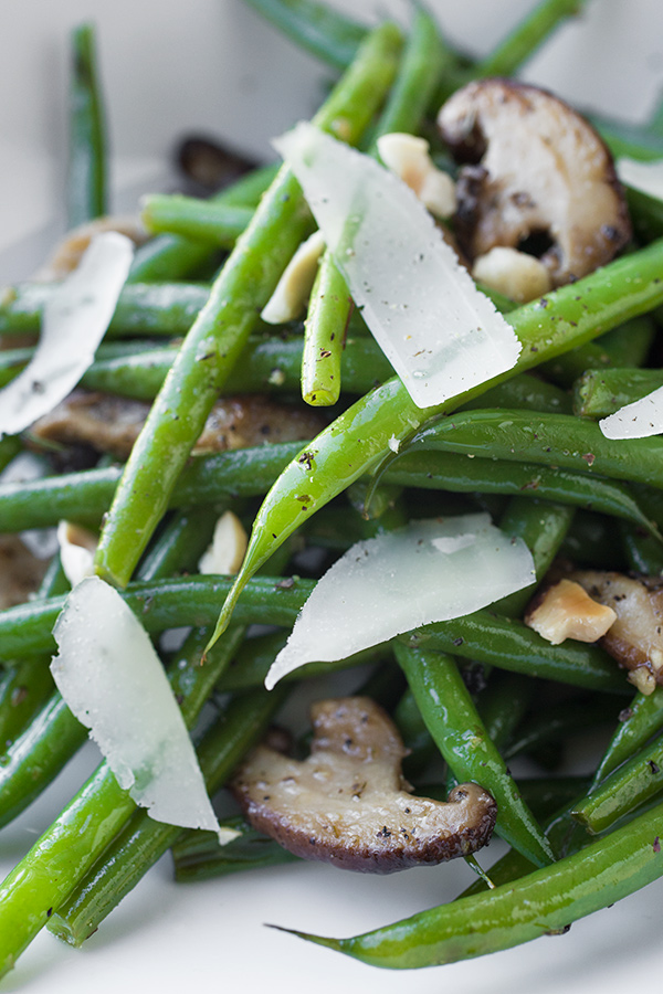 Buttery French Green Beans | thecozyapron.com