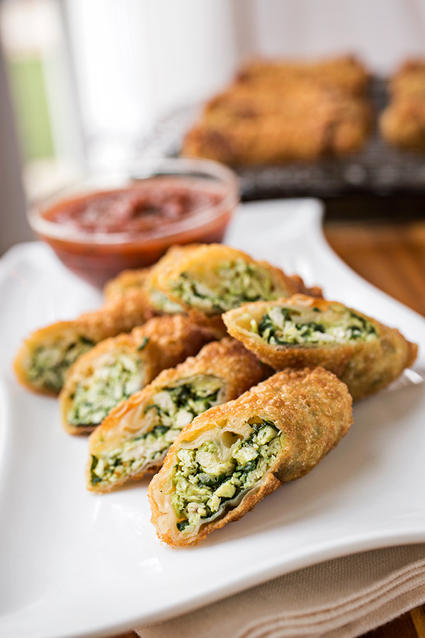 Crispy Garlic Chicken and Spinach Egg Rolls | thecozyapron.com