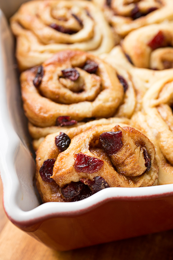Christmas Morning Cinnamon Rolls | thecozyapron.com