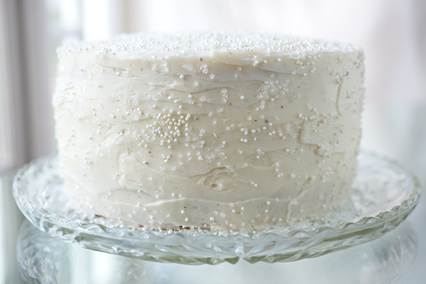Winter Snow Flurry Cake | thecozyapron.com