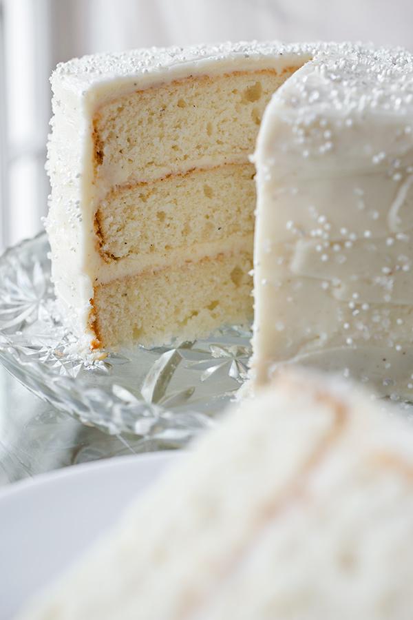 Winter Snow Flurry Cake | thecozyapron.com