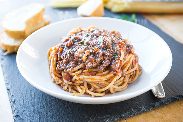 Spaghetti in Braised Beef Ragù | thecozyapron.com