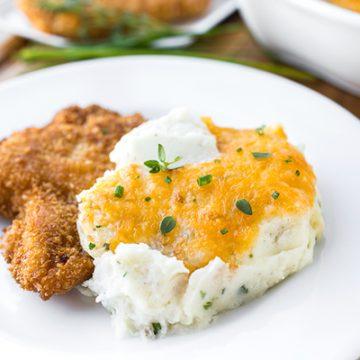 Cheesy Mashed Potatoes | thecozyapron.com