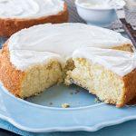 Sweet Cornbread Cake | thecozyapron.com
