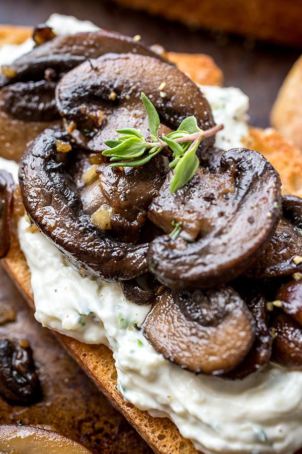 Garlic Mushroom Toast | thecozyapron.com