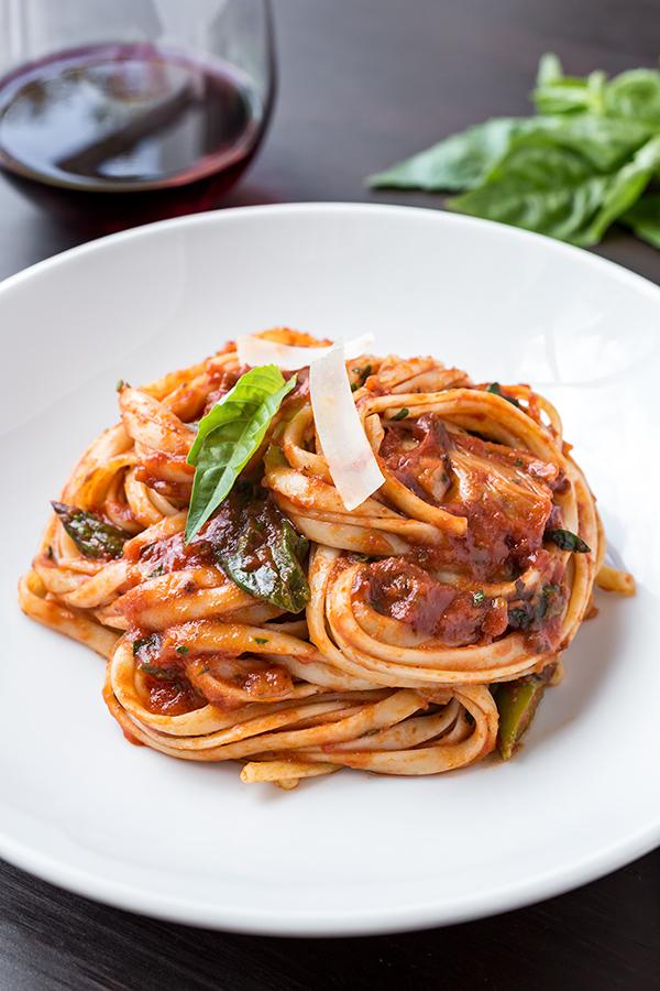 Italian Sausage Linguini | thecozyapron.com