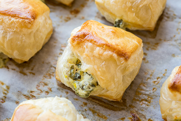 Puff Pastry Spinach Cheese Bites | thecozyapron.com