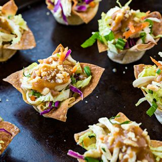 Thai Chicken Salad Wonton Cups | thecozyapron.com