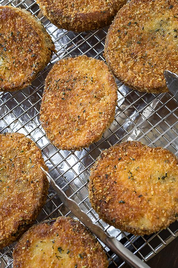 Eggplant Parmesan Stacks | thecozyapron.com