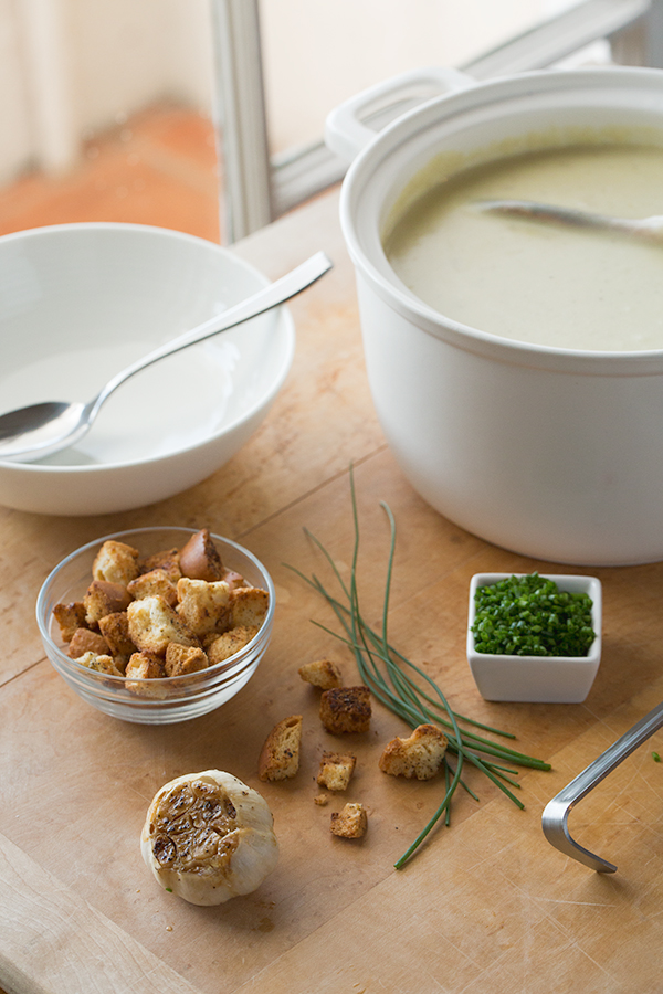 Roasted Garlic Potato Soup | thecozyapron.com