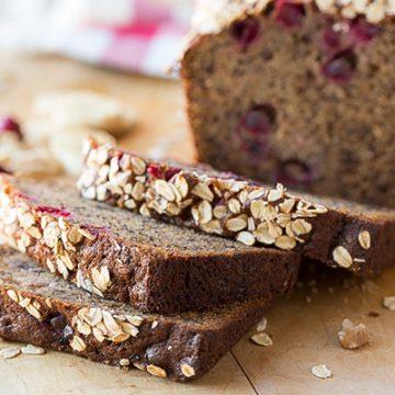 Cranberry-Walnut Banana Bread | thecozyapron.com