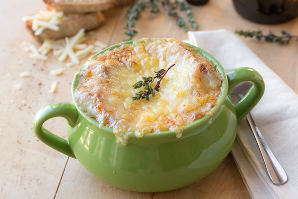 Classic French Onion Soup | thecozyapron.com