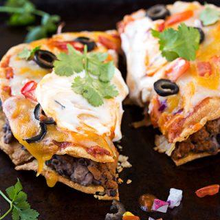 Mini Mexican Pizza | thecozyapron.com
