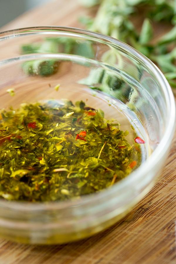 Garlic-Herb Olive Oil | thecozyapron.com