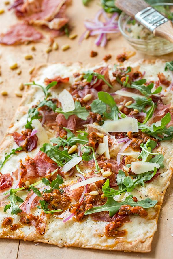 Crispy Prosciutto Flatbread Pizza | thecozyapron.com