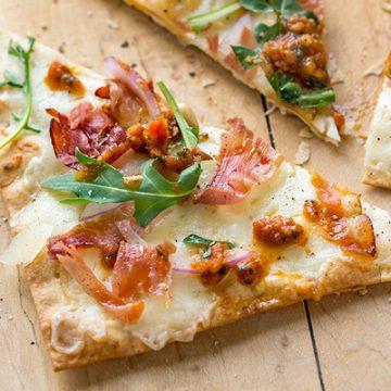 Flatbread Pizza | thecozyapron.com