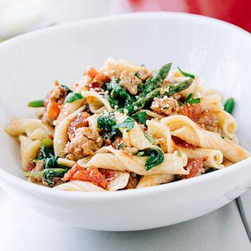 Bistro Sausage Pasta | thecozyapron.com