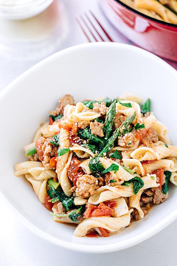 Bistro Pasta with Spicy Italian Sausage | thecozyapron.com