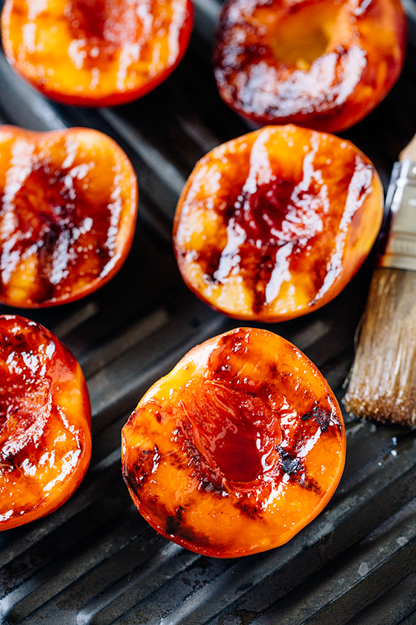 Grilled Peaches | thecozyapron.com