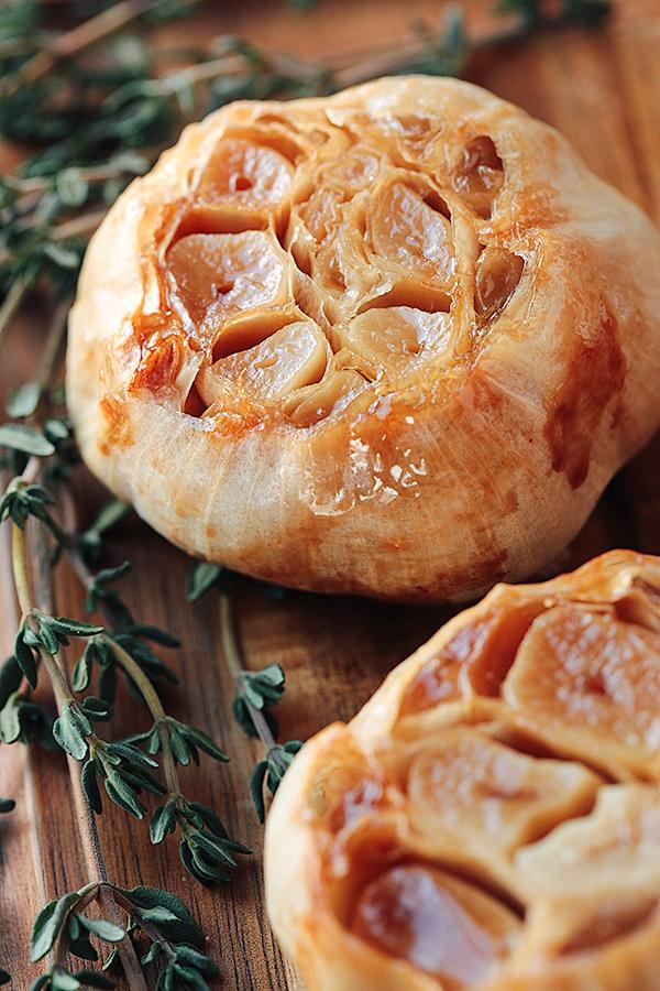 Roasted Garlic   thecozyapron.com