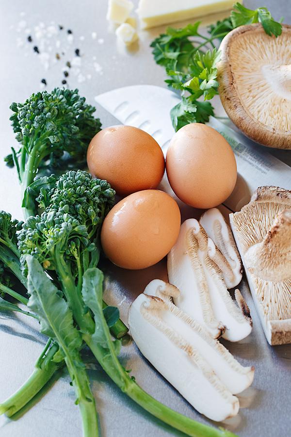 Simple Skillet Frittata Ingredients | thecozyapron.com