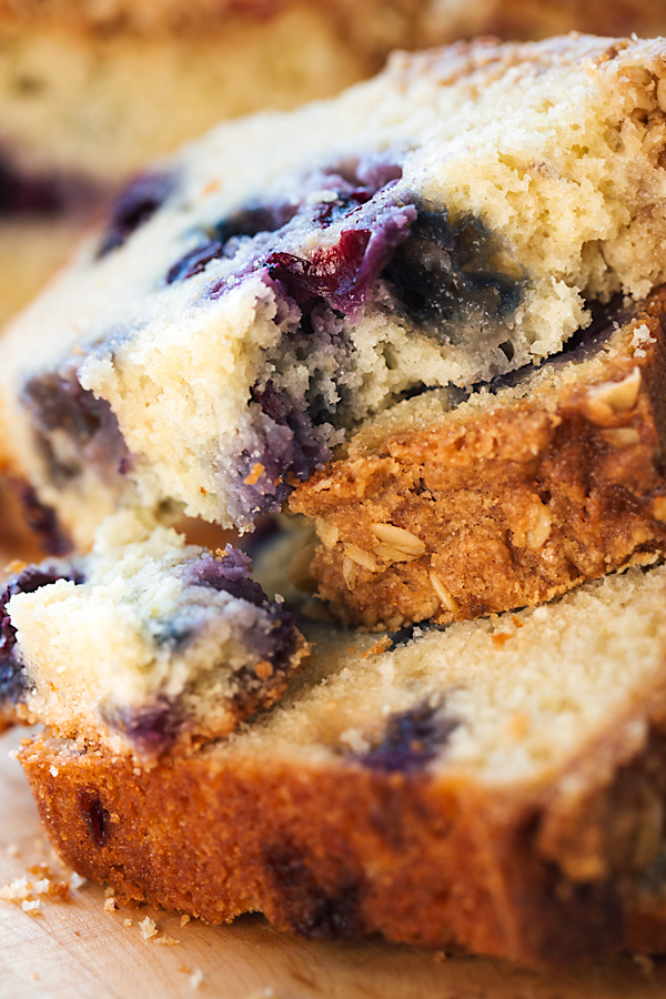 Blueberry Bread with Oat Streusel Topping | thecozyapron.com