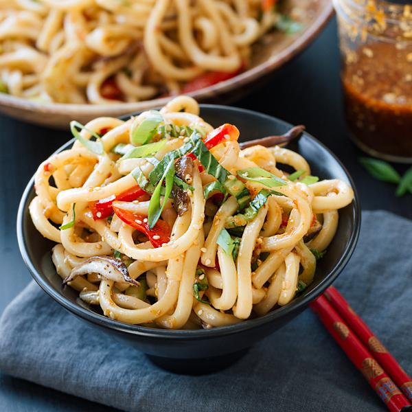 Chilled Garlic Sesame Udon Noodles | thecozyapron.com