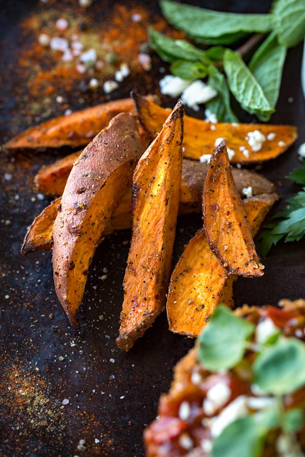 simple sweet potato wedges | thecozyapron.com