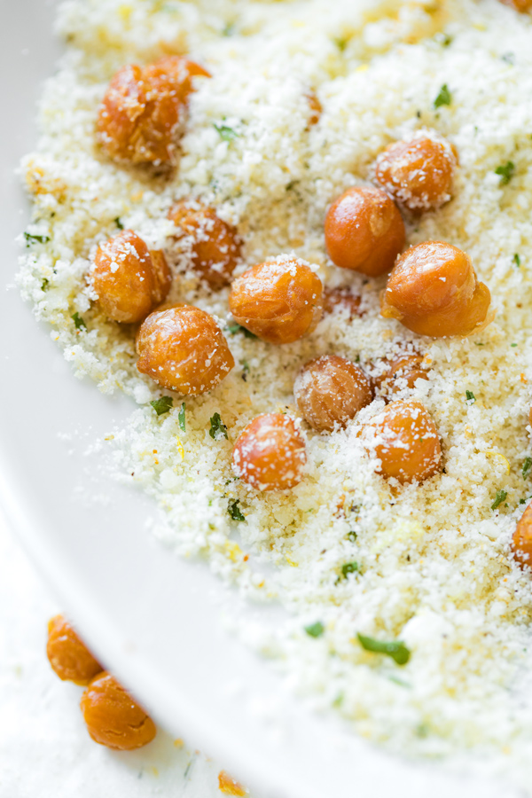 Roasted Chickpeas with Garlic Parmesan Seasoning | thecozyapron.com