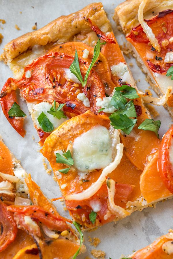 Savory Tomato Tart | thecozyapron.com
