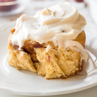 Orange Cinnamon Roll | thecozyapron.com