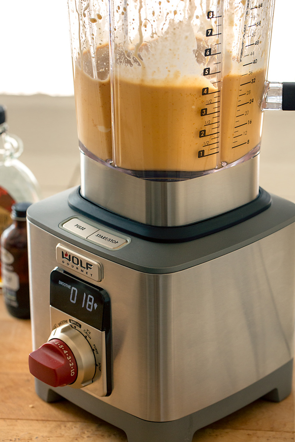 Pumpkin Pie Smoothie and Wolf Gourmet Blender | thecozyapron.com