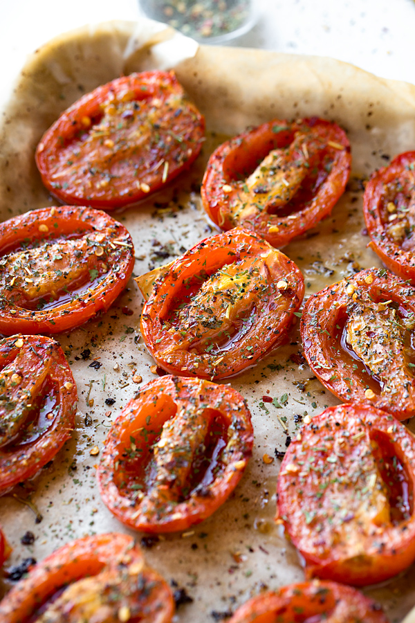 Roasted Tomatoes | thecozyapron.com