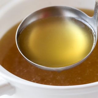 Chicken Broth | thecozyapron.com